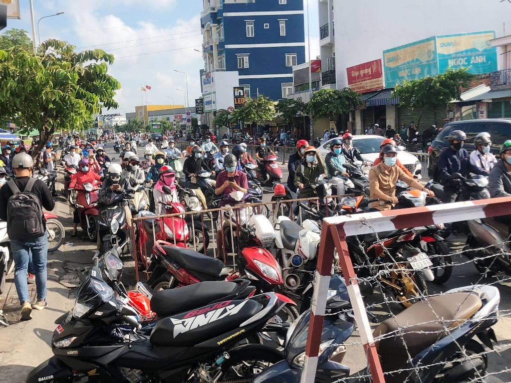 TP.HCM ngày đầu giãn cách xã hội, quận Gò Vấp tạm thời gỡ chốt kiểm soát - hình ảnh 1