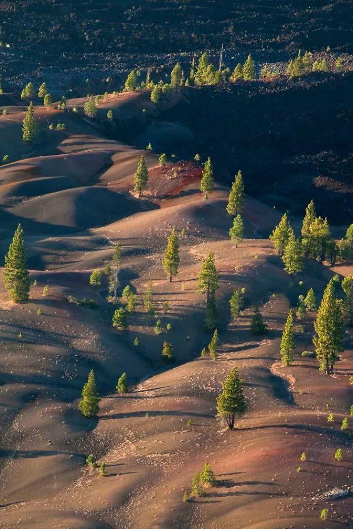 Cồn cát đầy màu sắc trông như một bức tranh sơn dầu trong công viên núi lửa - hình ảnh 2