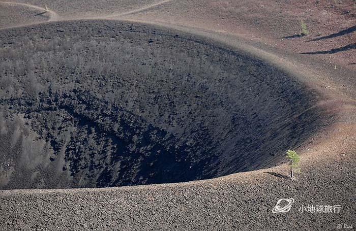 Cồn cát đầy màu sắc trông như một bức tranh sơn dầu trong công viên núi lửa - hình ảnh 8