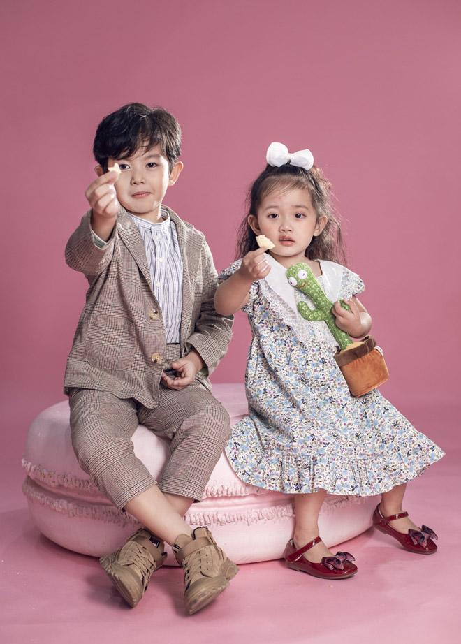 Hai nhóc tỳ nhà Khánh Thi – Phan Hiển như bản sao của bố mẹ - hình ảnh 4