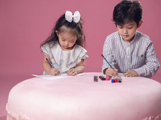 Hai nhóc tỳ nhà Khánh Thi – Phan Hiển như bản sao của bố mẹ - hình ảnh 6