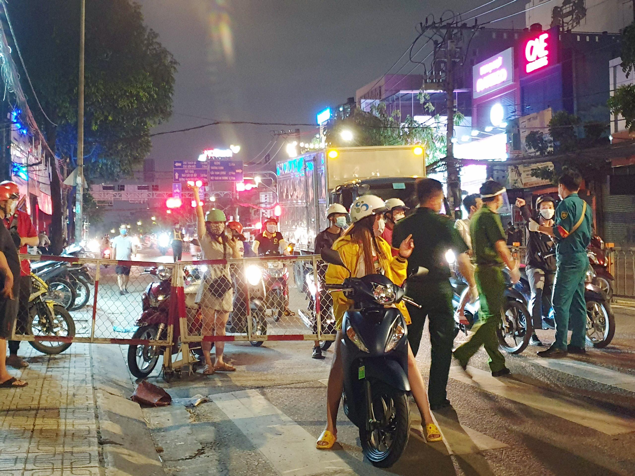 Người dân đi như thế nào sau khi quận Gò Vấp tái lập chốt kiểm soát? - hình ảnh 12