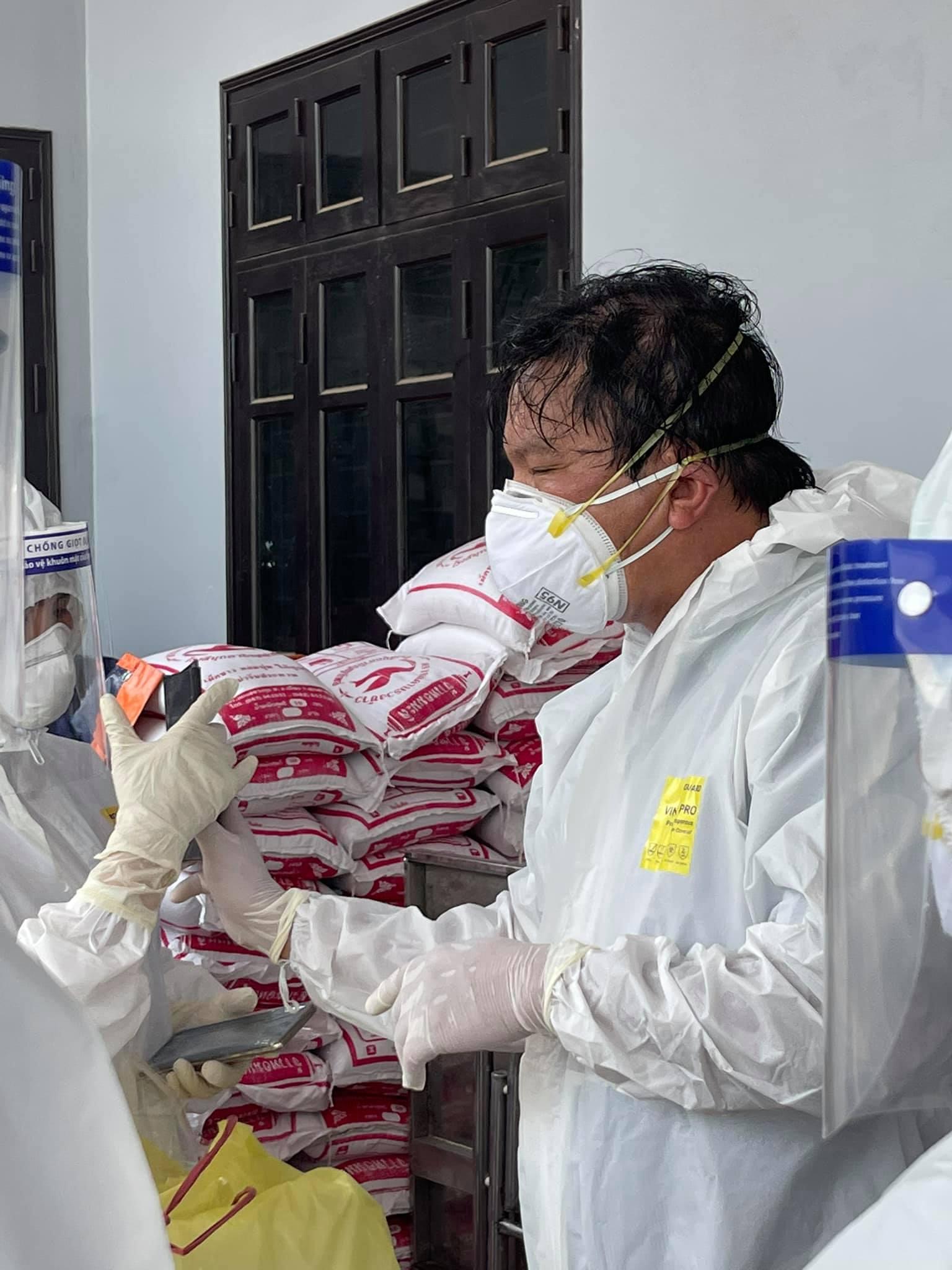 Nhân viên y tế mặc đồ bảo hộ giữa trời nắng nóng để chống dịch: Thứ trưởng Bộ Y tế nói gì? - hình ảnh 1