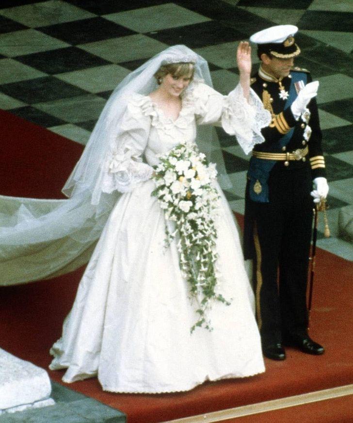11 chiếc váy giúp công nương Diana trở thành biểu tượng thời trang - hình ảnh 2