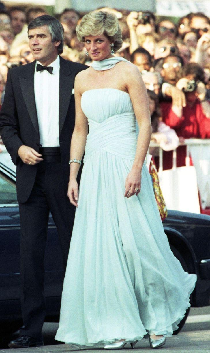 11 chiếc váy giúp công nương Diana trở thành biểu tượng thời trang - hình ảnh 5