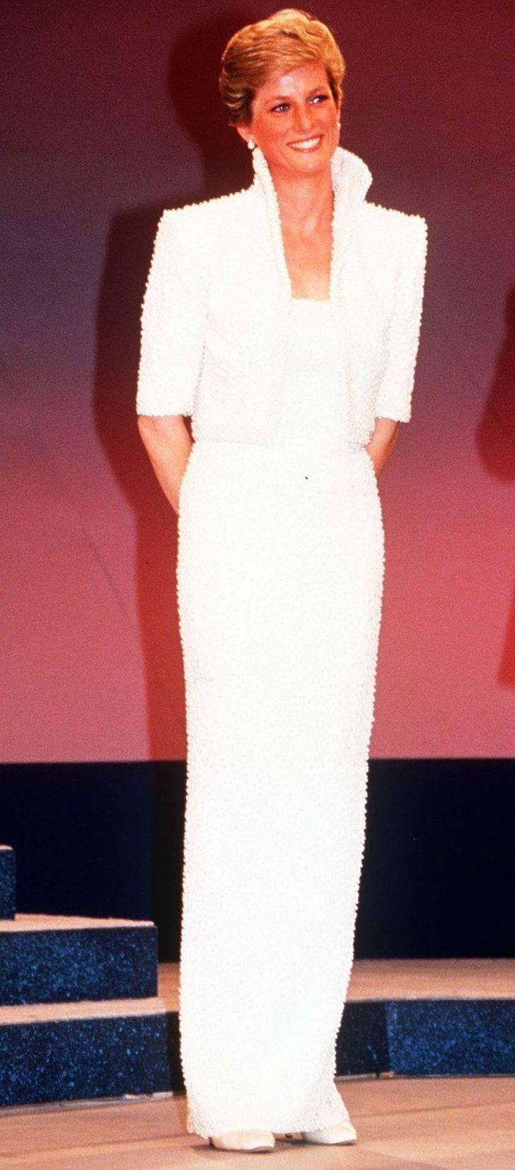11 chiếc váy giúp công nương Diana trở thành biểu tượng thời trang - hình ảnh 7