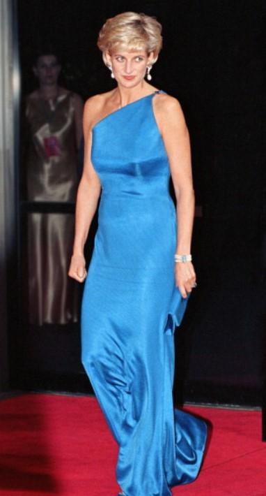 11 chiếc váy giúp công nương Diana trở thành biểu tượng thời trang - hình ảnh 8