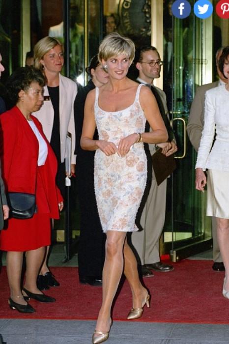 11 chiếc váy giúp công nương Diana trở thành biểu tượng thời trang - hình ảnh 9