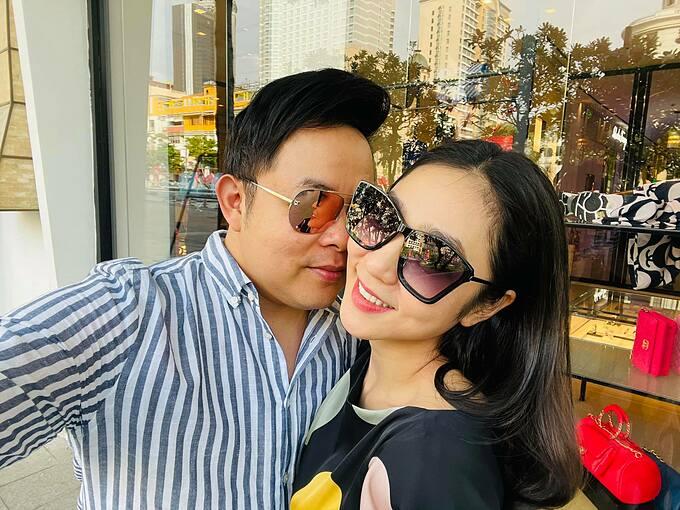 """""""Vợ sắp cưới"""" của Quang Lê gặp Hoài Linh tại đền thờ 100 tỷ giữa ồn ào 13 tỷ từ thiện - hình ảnh 5"""