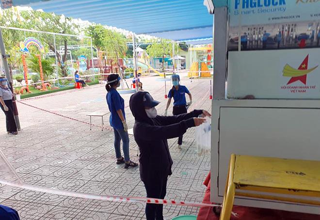 """""""ATM gạo"""" tái xuất, hỗ trợ người dân vùng dịch vượt qua khó khăn - hình ảnh 2"""