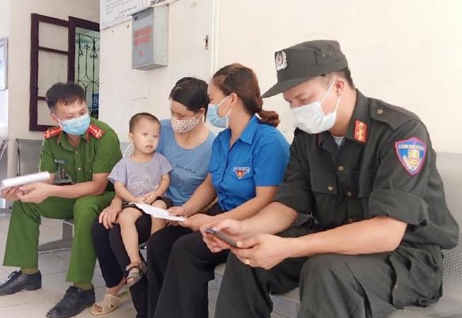 Cảnh sát cơ động hiến máu cứu cháu bé 2 tuổi trong khu phong tỏa ở Bắc Giang - hình ảnh 2