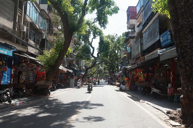 Đường phố Hà Nội vắng người vì trời nóng như đổ lửa - hình ảnh 10