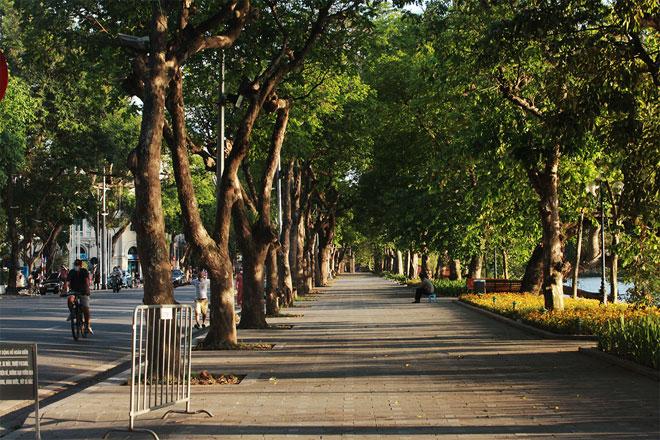 Đường phố Hà Nội vắng người vì trời nóng như đổ lửa - hình ảnh 15