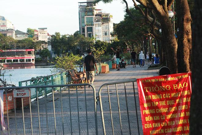 Đường phố Hà Nội vắng người vì trời nóng như đổ lửa - hình ảnh 17