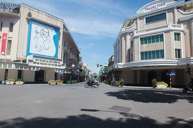 Đường phố Hà Nội vắng người vì trời nóng như đổ lửa - hình ảnh 2