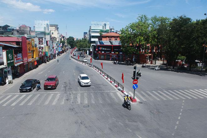 Đường phố Hà Nội vắng người vì trời nóng như đổ lửa - hình ảnh 6