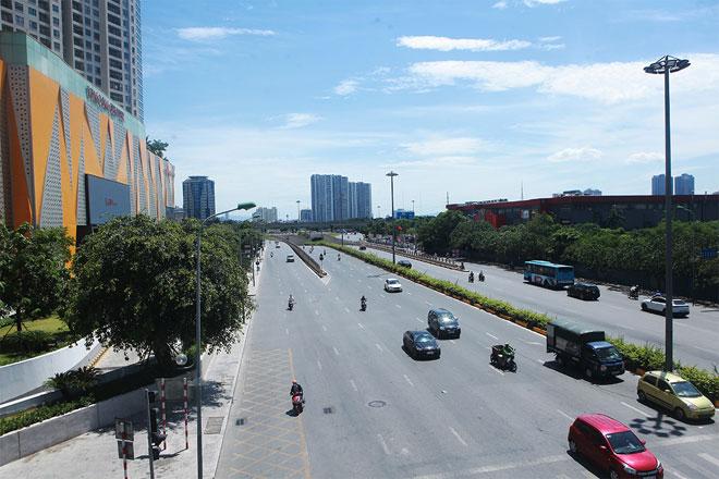 Đường phố Hà Nội vắng người vì trời nóng như đổ lửa - hình ảnh 8