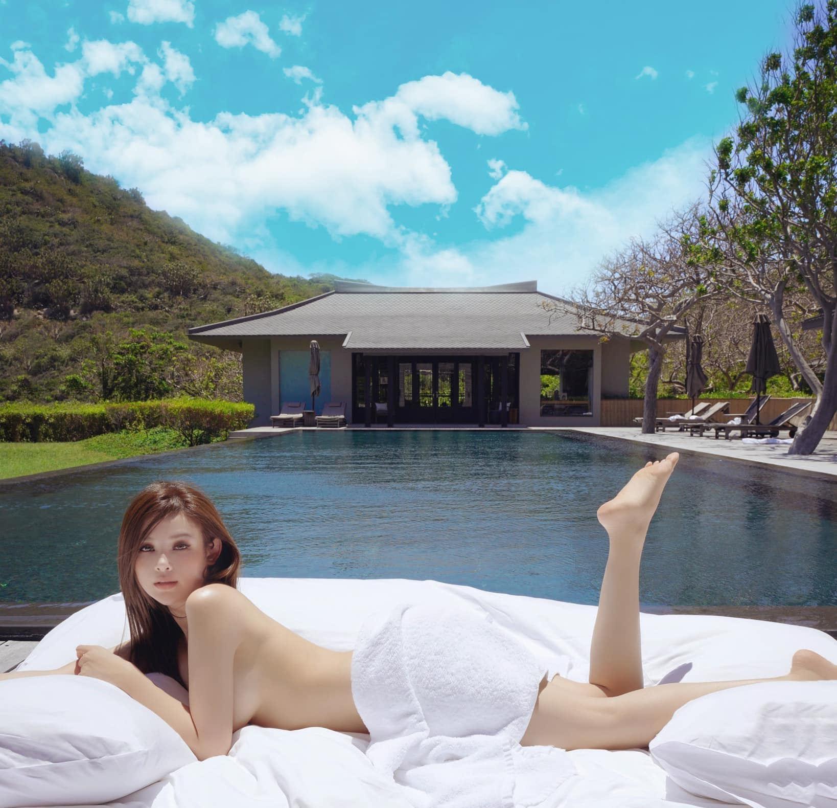 """""""Hot girl Việt ở lâu đài trăm tỷ"""" chuộng áo khoe cơ thể quá đà dù bị chê vòng 1 chảy - hình ảnh 1"""