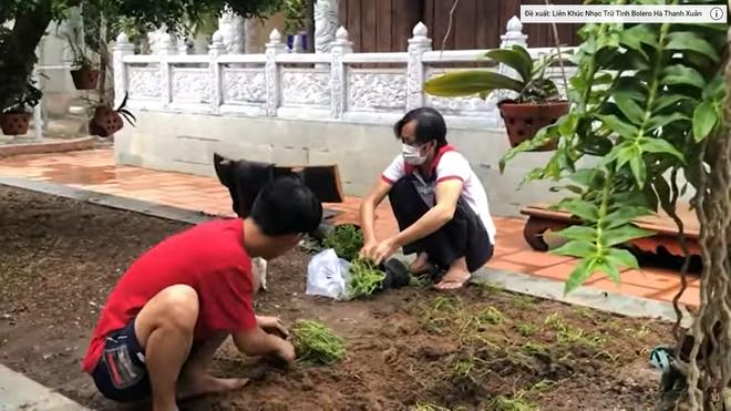 """""""Vợ sắp cưới"""" của Quang Lê gặp Hoài Linh tại đền thờ 100 tỷ giữa ồn ào 13 tỷ từ thiện - hình ảnh 2"""