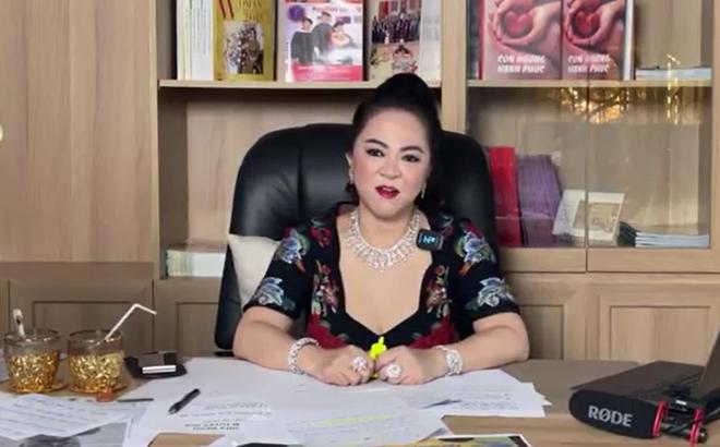 Bà Phương Hằng đeo dây chuyền kim cương 90 tỷ, diện váy xẻ sâu hút mắt - hình ảnh 8