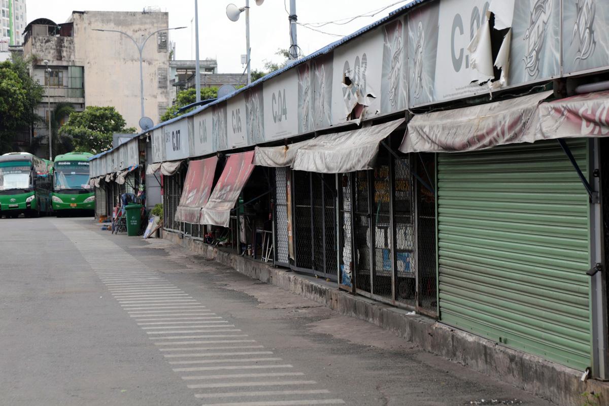 """Bến xe nhộn nhịp nhất Sài Gòn vắng khách """"chưa từng thấy"""" trong những ngày giãn cách xã hội - hình ảnh 11"""