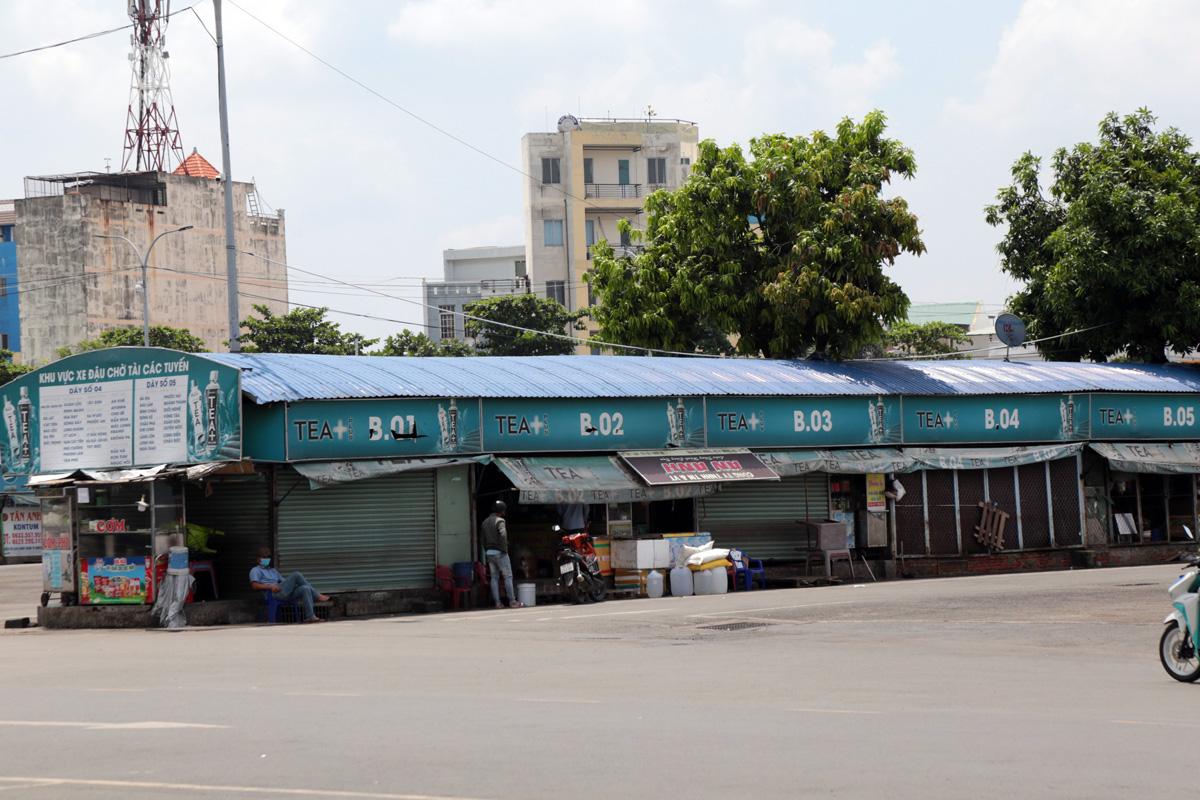 """Bến xe nhộn nhịp nhất Sài Gòn vắng khách """"chưa từng thấy"""" trong những ngày giãn cách xã hội - hình ảnh 12"""