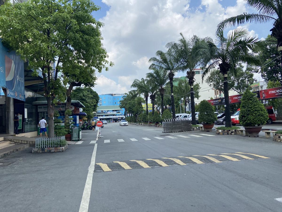 """Bến xe nhộn nhịp nhất Sài Gòn vắng khách """"chưa từng thấy"""" trong những ngày giãn cách xã hội - hình ảnh 13"""