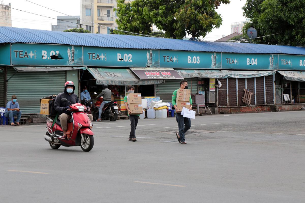 """Bến xe nhộn nhịp nhất Sài Gòn vắng khách """"chưa từng thấy"""" trong những ngày giãn cách xã hội - hình ảnh 9"""