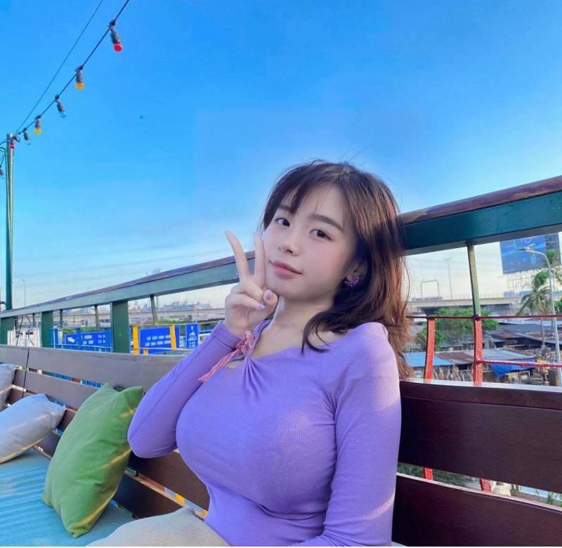 """""""Siêu vòng 1 Sài thành"""" sinh năm 2001 táo bạo với áo len nhạy cảm từ tên gọi đến hình dáng - hình ảnh 7"""