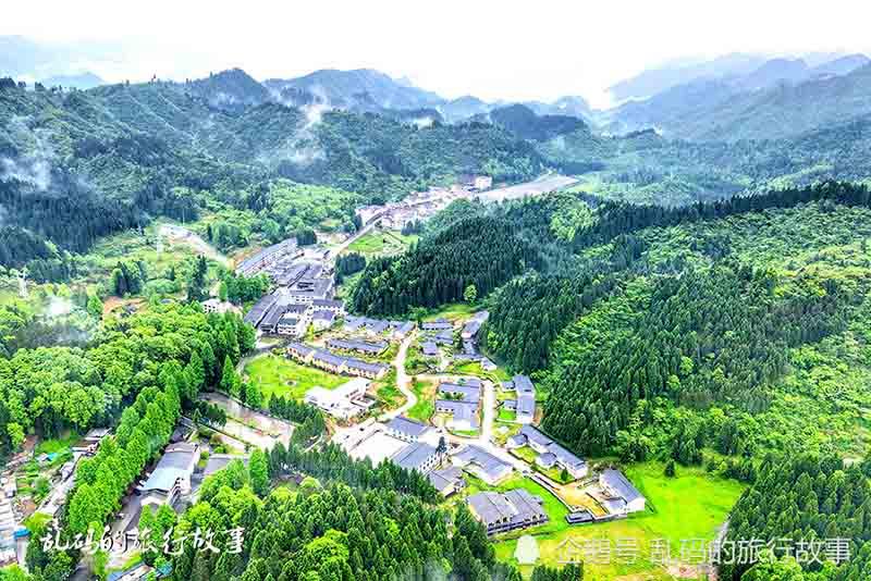 """Khu nghỉ mát được ví như """"Xứ sở thần tiên đẹp nhất Trung Quốc"""" - hình ảnh 1"""