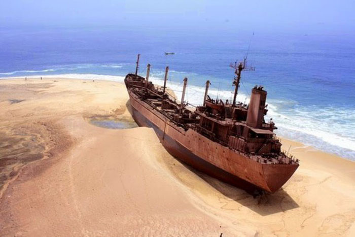 Xác con tàu cổ được tìm thấy trên sa mạc, bên trong chứa đầy vàng - hình ảnh 2