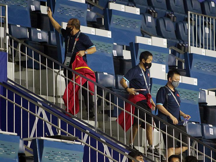 """HLV Park Hang Seo """"đứng ngồi không yên"""" xem Indonesia đấu Thái Lan - 12"""