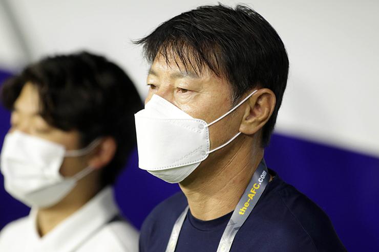 """HLV Park Hang Seo """"đứng ngồi không yên"""" xem Indonesia đấu Thái Lan - 13"""