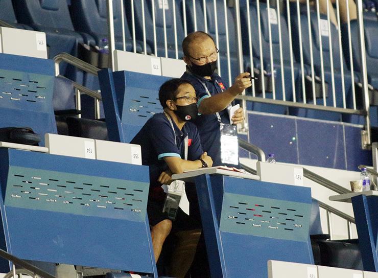"""HLV Park Hang Seo """"đứng ngồi không yên"""" xem Indonesia đấu Thái Lan - 9"""