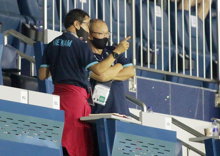 """HLV Park Hang Seo """"đứng ngồi không yên"""" xem Indonesia đấu Thái Lan - 10"""