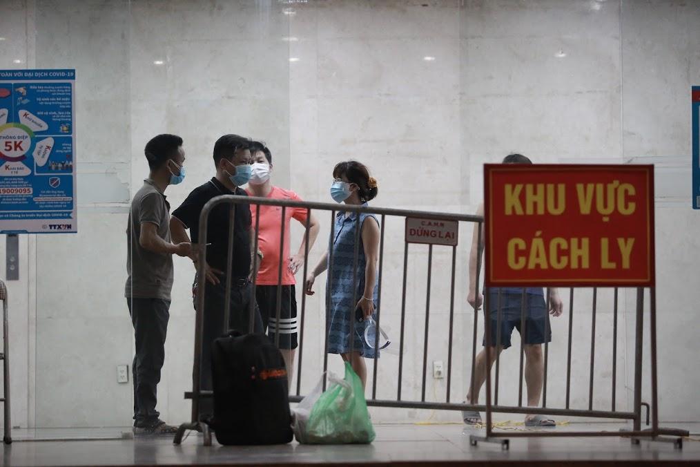 Hà Nội: Tạm phong toả chung cư Hemisco 2.000 hộ dân vì có ca dương tính SARS-CoV-2 - hình ảnh 2
