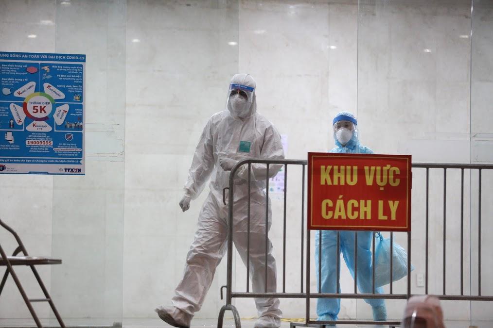 Hà Nội: Tạm phong toả chung cư Hemisco 2.000 hộ dân vì có ca dương tính SARS-CoV-2 - hình ảnh 4