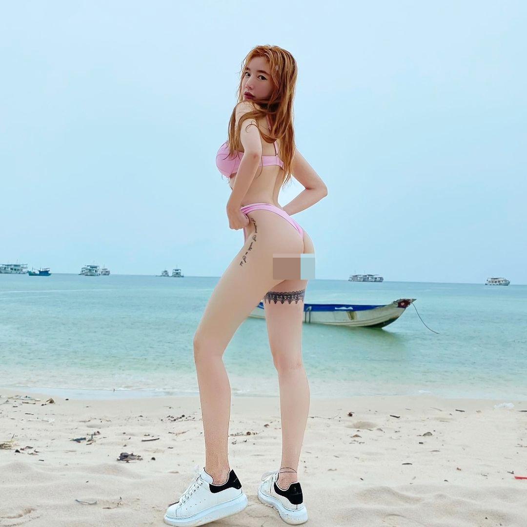 """Elly Trần, Diệp Lâm Anh mặc bikini đi sneaker: Mốt """"râu ông nọ cắm cằm bà kia"""" - hình ảnh 2"""