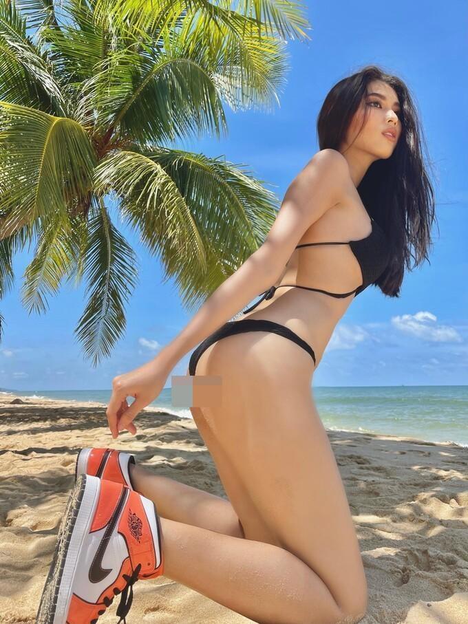 """Elly Trần, Diệp Lâm Anh mặc bikini đi sneaker: Mốt """"râu ông nọ cắm cằm bà kia"""" - hình ảnh 5"""