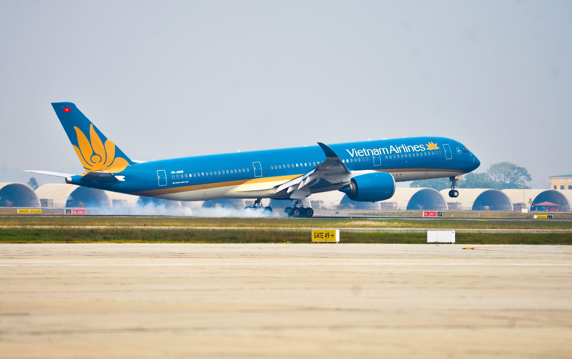 Nghệ An tìm khách đi chuyến bay VN 1262 liên quan đến 2 ca dương tính với SARS-CoV-2 - hình ảnh 1