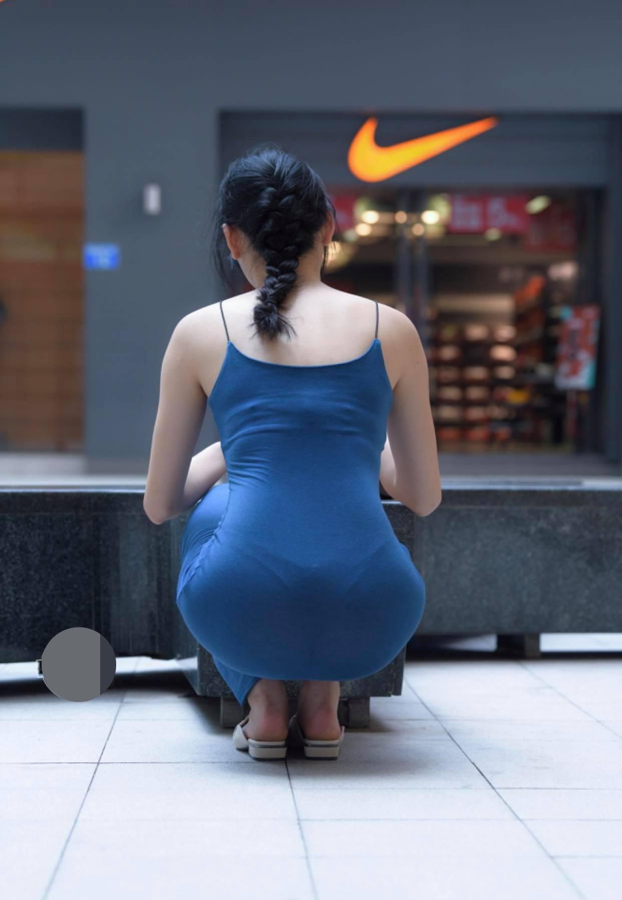 Kém duyên như chiếc váy hằn nội y khiến người xung quanh phải ngại ngùng thay - 1