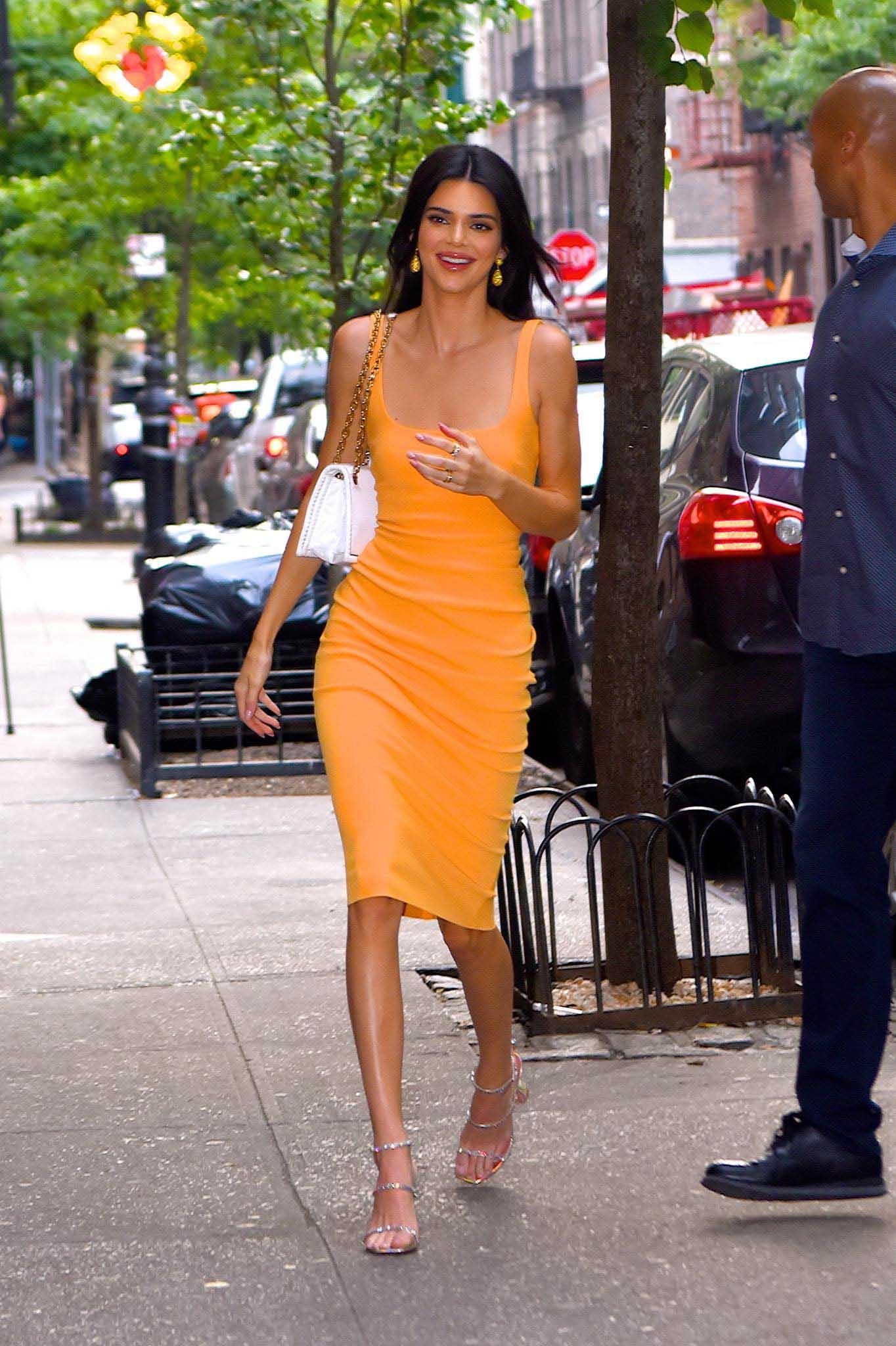 Kém duyên như chiếc váy hằn nội y khiến người xung quanh phải ngại ngùng thay - hình ảnh 4