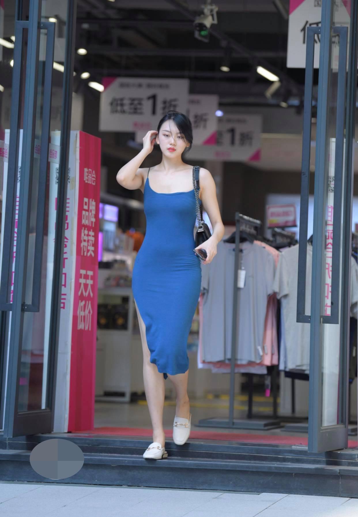 Kém duyên như chiếc váy hằn nội y khiến người xung quanh phải ngại ngùng thay - hình ảnh 3