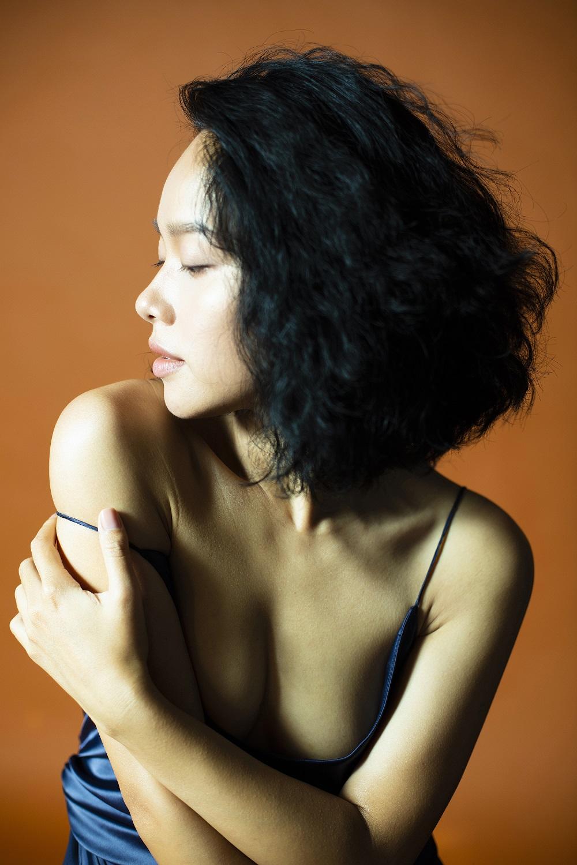 Nude trong MV 3D tự sáng tác, Hoàng Quyên hoá nàng Eva trong vườn địa đàng - hình ảnh 4