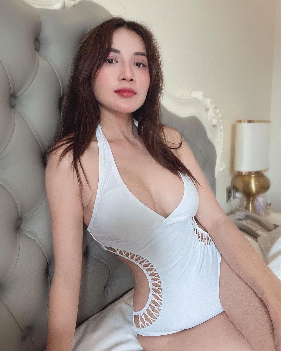 """""""Đại gia bất động sản Hậu Giang"""" mặc bikini mini như sắp tụt gây """"thót tim"""" người nhìn - hình ảnh 8"""