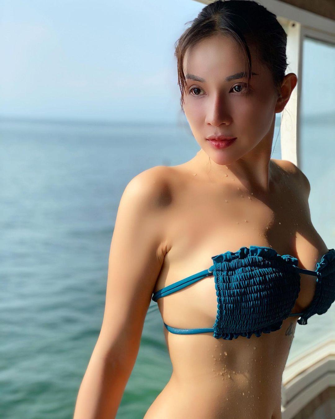 """""""Đại gia bất động sản Hậu Giang"""" mặc bikini mini như sắp tụt gây """"thót tim"""" người nhìn - hình ảnh 1"""