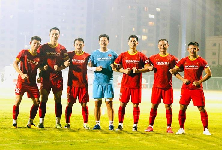 Sững sờ 1 thủ môn ĐT Việt Nam bị thầy Park loại trước giờ đá Indonesia - 1