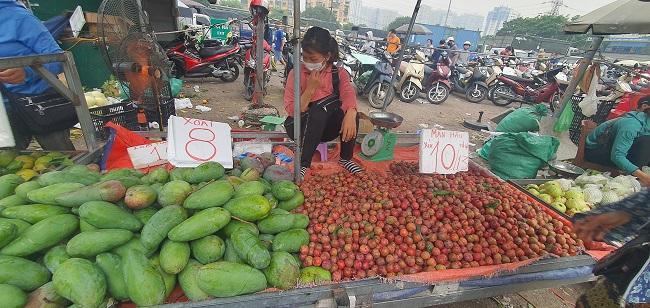 Cầm 500 nghìn mua được thực phẩm ăn cả tuần, người dân đổ xô đi chợ đầu mối - 2