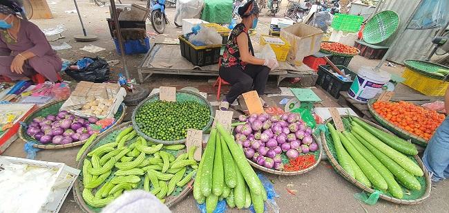 Cầm 500 nghìn mua được thực phẩm ăn cả tuần, người dân đổ xô đi chợ đầu mối - 5
