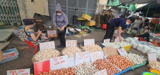 Cầm 500 nghìn mua được thực phẩm ăn cả tuần, người dân đổ xô đi chợ đầu mối - 3